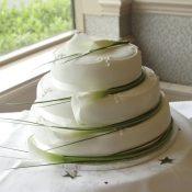 Wedding cake with white Calla Lilies